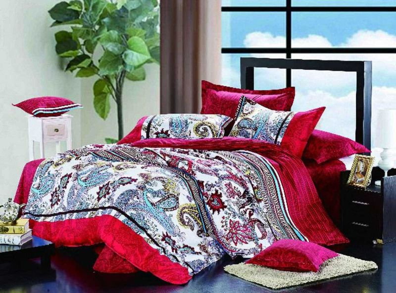 Комплект белья МарТекс Сонет, 1,5-спальный, наволочки 50х7068/5/3Комплект постельного белья МарТекс Сонет, выполненный из сатина (100% хлопок), состоит из пододеяльника, простыни и двух наволочек. Изделия оформлены оригинальным принтом. Сатин - прочная, легкая и мягкая на ощупь ткань. Белье из него нелиняет при стирке и легко гладится. Эта ткань традиционно считаетсяодной из лучших для изготовления постельного белья.Такой комплект подойдет для любого стилевого и цветового решения интерьера, а также создаст в доме уют. Приобретая комплект постельного белья МарТекс, вы можете быть уверенны в том, что покупкадоставит вам и вашим близким удовольствие и подарит максимальный комфорт.