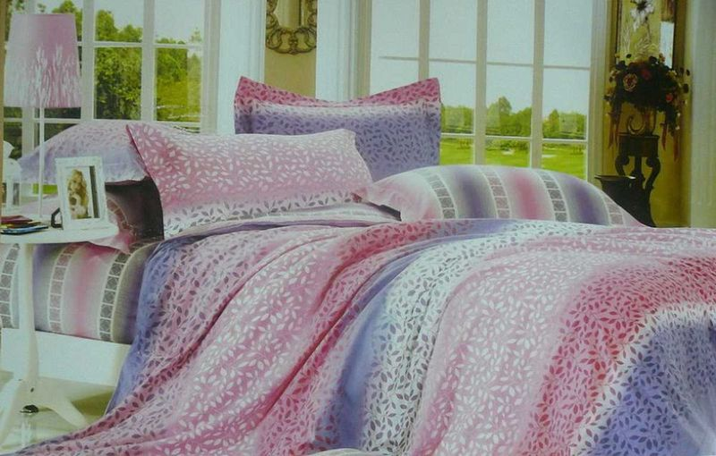 Комплект белья МарТекс Лоза, 1,5-спальный, наволочки 50х7010503Комплект постельного белья МарТекс Лоза, выполненный из сатина (100% хлопок), состоит из пододеяльника, простыни и двух наволочек. Изделия оформлены оригинальным принтом. Сатин - прочная, легкая и мягкая на ощупь ткань. Белье из него нелиняет при стирке и легко гладится. Эта ткань традиционно считаетсяодной из лучших для изготовления постельного белья.Такой комплект подойдет для любого стилевого и цветового решения интерьера, а также создаст в доме уют. Приобретая комплект постельного белья МарТекс, вы можете быть уверенны в том, что покупкадоставит вам и вашим близким удовольствие и подарит максимальный комфорт.