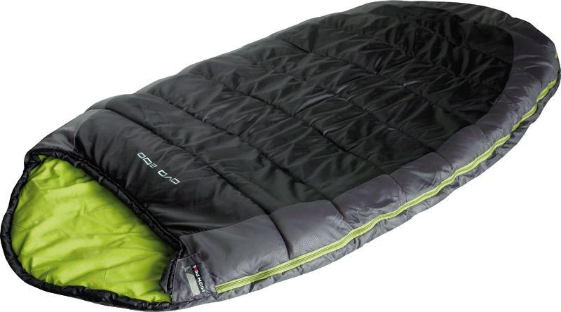 Спальный мешок High Peak OVO 200, цвет: темно-серый, зеленый, левосторонняя молния23104Просторный спальник High Peak OVO 200 прекрасно подойдет для летних путешествий всей семьей. Необычайно комфортный - молния позволяет раскрыть спальник в большое одеяло 200 х 200 см. Внутренняя ткань спальника - смесь хлопка и полиэстера. Ткань приятна телу и хорошо испаряет влагу. Спальник Ovo 200 High Peak имеет подголовник с затяжкой и тепловой воротник на уровне плеч, которые защищают голову и плечи в прохладную ночь. В верхней части молния фиксируется клапаном на липучке Velcro. На молнии два бегунка, которые позволяют расстегнуть спальник со стороны ног и сделать вентиляционное окно. Вдоль молнии идет защита от закусывания замком молнии ткани спальника. Чтобы холодный воздух не проникал сквозь молнию, ее закрывает тепловой клапан. Спальник утеплен слоем силиконизированного утеплителя Dura Loft, смешанного с холлофайбером в соотношении 70%/30% Верх 1х250 г/м2 + Низ 1х250 г/м2. В комплекте со спальником идет компрессионный транспортировочный чехол.