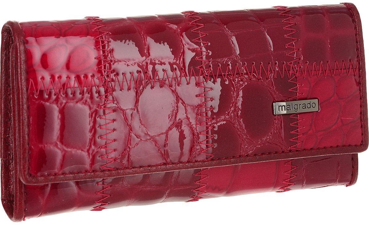 Ключница Malgrado, цвет: красный. 47006A-444AАжурная брошьСтильная ключница Malgrado изготовлена из натуральной лакированной кожи красного цвета и закрывается широким клапаном на две кнопки. Внутри ключницы расположено шесть крючков для ключей, кармашек на застежке-молнии и металлическое кольцо для возможности крепления к поясу или сумке.Ключница упакована в коробку из плотного картона с логотипом фирмы. Характеристики: Материал:натуральная кожа, металл, текстиль. Размер ключницы:12 см x 6 см х 2 см. Цвет:красный. Размер упаковки:14,5 см x 7,5 см x 3 см. Артикул:47006A-444A.
