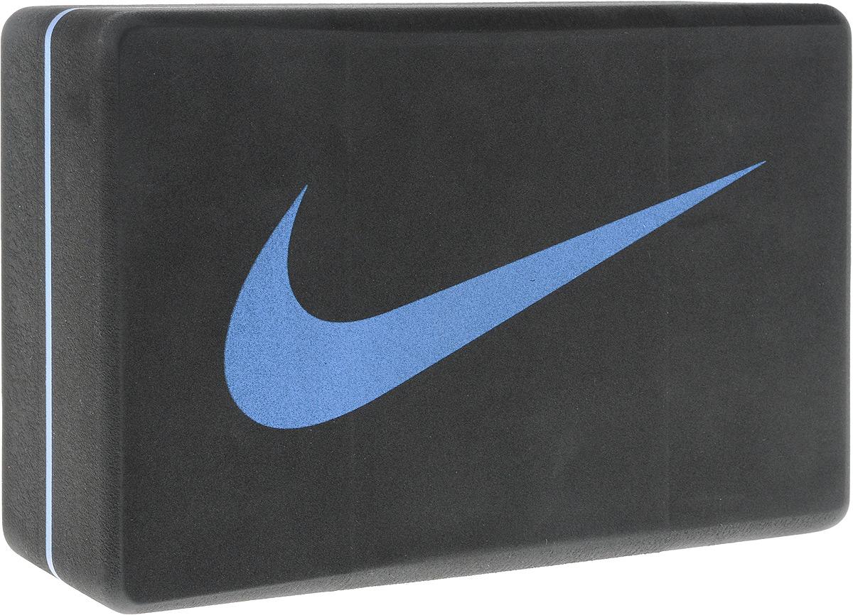 Блок для йоги Nike Essential Yoga Block, цвет: темно-серый, синий, 23,7 х 15,2 х 8,8 смУТ-00008669Блок Nike Essential Yoga Block - это опорный блок для занятий йогой, который используется как новичками, так и продвинутыми пользователями. Изделие обеспечивает надежную опору и фиксацию в различных позах. При выполнении позиций стоя и в сидячих скручиваниях блоки применяются в том случае, если вы не можете дотянуться руками до пола. Важной особенностью является возможность переворачивания блока различными сторонами (на торец, на узкую или на широкую сторону) в зависимости от потребностей практики. Блок помогает укрепить и разработать группы мышц.Порадуйте себя качественным и полезным тренажером.Размер блока: 23,7 х 15,2 х 8,8 см.