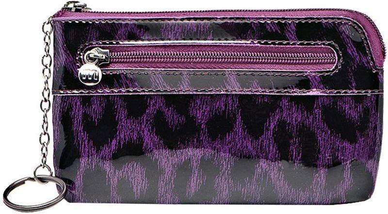 Ключница Malgrado, цвет: фиолетовый. 50501-015802#АромакулонСтильная ключница Malgrado изготовлена из натуральной лакированной кожи фиолетового цвета и имеет одно отделение на застежке-молнии. Внутри - цепочка с металлическим кольцом для ключей. На задней стенке расположен кармашек на застежке-молнии.Ключница упакована в коробку из плотного картона с логотипом фирмы. Характеристики: Материал:натуральная кожа, металл, текстиль. Размер ключницы:12,5 см x 7,5 см х 1 см. Цвет:фиолетовый. Размер упаковки:13 см x 9,5 см x 3 см. Артикул:50501-015802# Purple.