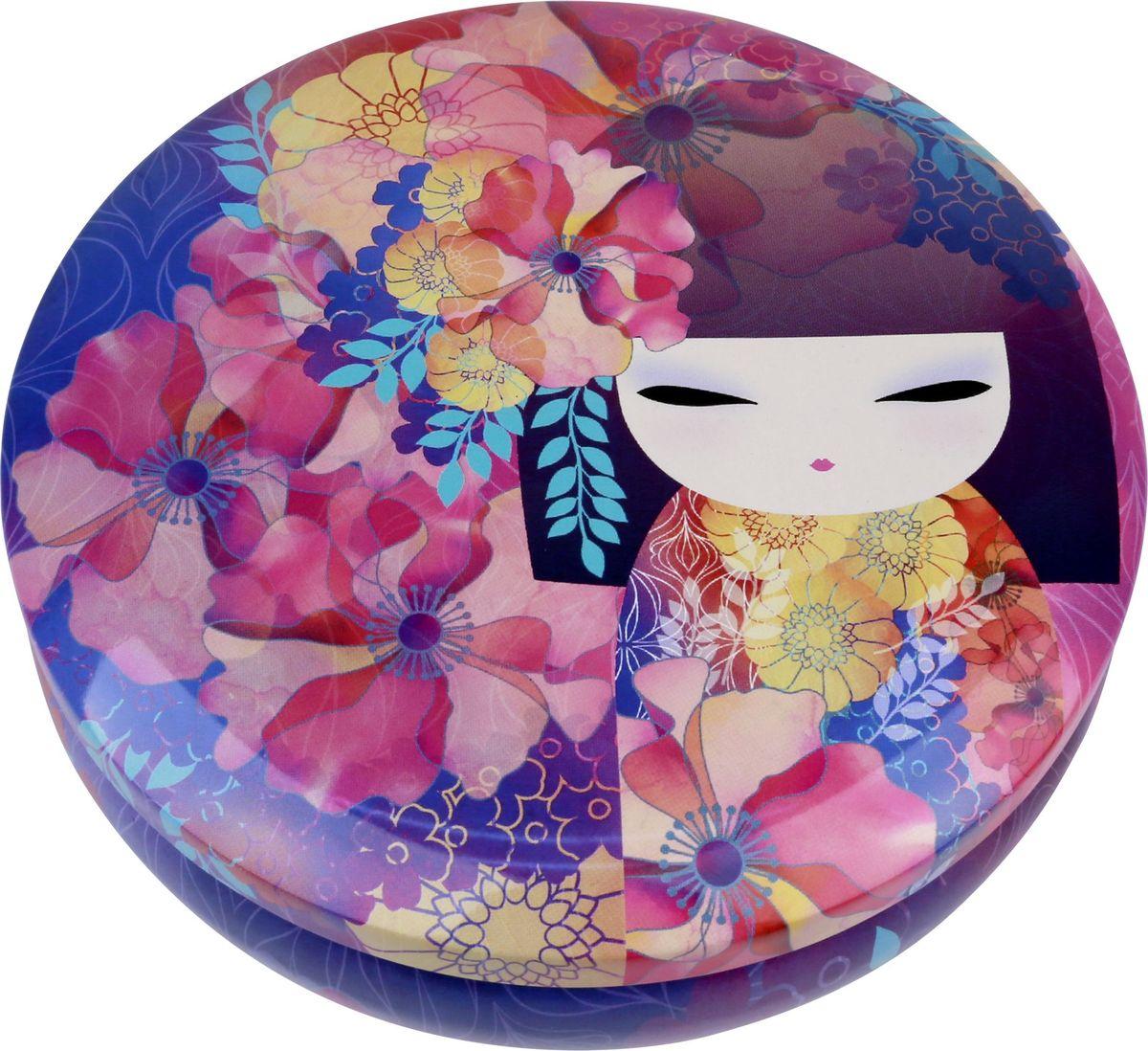Жестяная шкатулка Kimmidoll Киока. KH098374-0060Милая жестяная шкатулка для хранения бижутерии или косметики.Материал: жестьРазмер: 13,5 x 4,5 x 13,5 см.