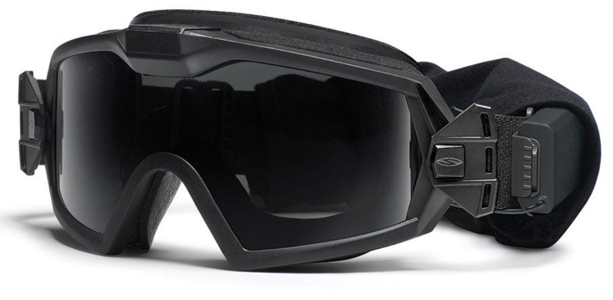 Защитные баллистические очки Smith Optics Outside The Wire Turbo Fan, цвет: черный3040Защитные баллистические очки Smith Optics Outside The Wire Turbo Fan с принудительной вентиляцией надежно фиксируются на голове широким 35-миллиметровым регулируемым эластичным ремешком и обеспечивают максимальную защиту и комфорт в ношении со шлемом.Внутренняя накладка изготовлена из огнеупорного антибактериального материала Прозрачные линзы со светопропусканием 90% и дополнительные сменные линзы со светопропусканием 15% для использования в условиях повышенной освещенности. Все линзы полностью защищают от любого ультрафиолетового излучения. Специальное покрытие предохраняет линзы от царапин и запотевания.Применение запатентованной технологии TLT в изготовлении линз гарантирует отсутствие искажений по краю поля зрения. Очки-маска соответствуют стандарту баллистической защиты MIL-DTL-43511D и EN 166. Встроенный микровентилятор бесшумно работает на двух уровнях мощности , предусмотрена функция автоотключения для экономии заряда батареек. Результатом такой принудительной вентиляции является полное отсутствие внутреннего запотевания. Батарейный отсек закреплен на ремешке маски и надежно защищен от влаги и пыли. При необходимости его можно снять. Кнопка включения легко нажимается даже руками в перчатках Комплект поставки:Очки-маска OTW Turbo Fan с прозрачными линзами Сменные затемненные линзы в матерчатом чехле Батарейки ААА - 2 шт. Плотный футляр для переноски и хранения Картонная упаковочная коробка