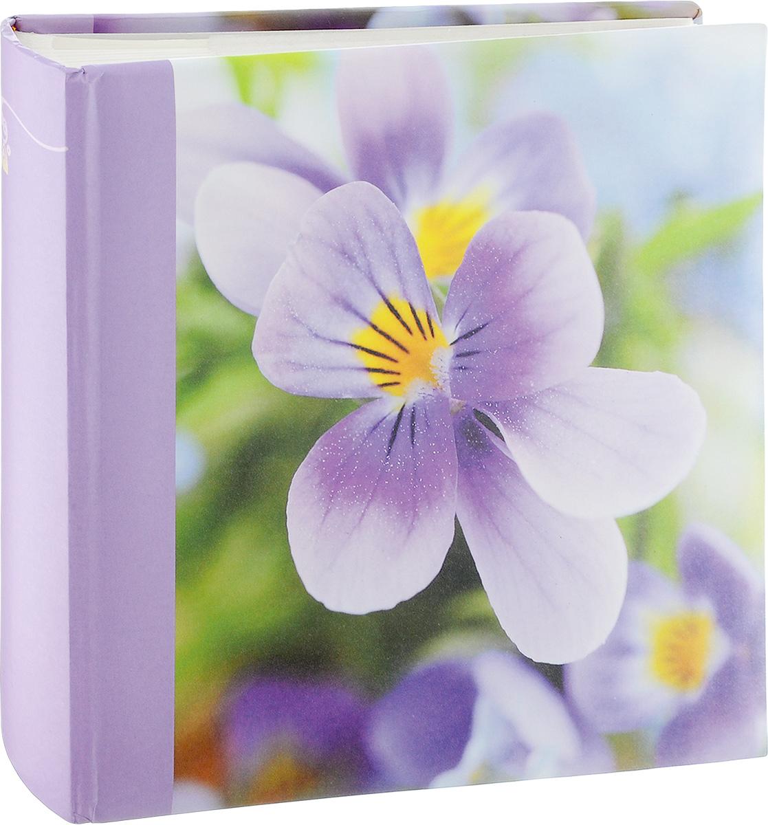 Фотоальбом Pioneer Breathe, 200 фотографий, цвет: сиреневый, 10 x 15 см6113MФотоальбом Pioneer Breathe позволит вам запечатлеть незабываемые моменты вашей жизни, сохранить свои истории и воспоминания на его страницах. Обложка из толстого картона, оформлена изображением цветка. Фотоальбом рассчитан на 200 фотографии форматом 10 x 15 см. На каждом развороте одну страницу занимают поля для заполнения, другую - кармашки для фотографий. Такой необычный фотоальбом позволит легко заполнить страницы вашей истории, и с годами ничего не забудется.Тип листов: бумажные.Тип переплета: книжный.Кол-во фотографий: 200.Материалы, использованные в изготовлении альбома, обеспечивают высокое качество хранения ваших фотографий, поэтому фотографии не желтеют со временем.