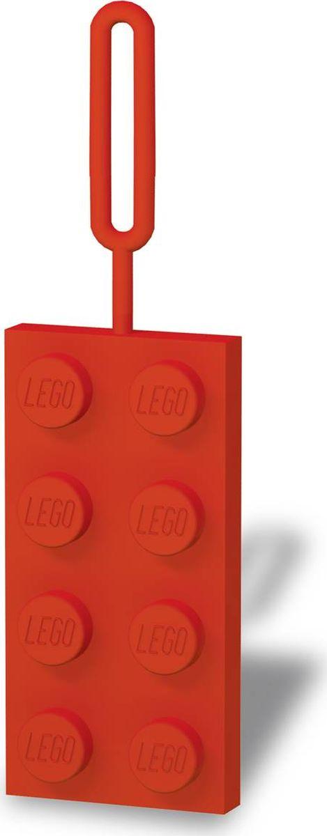 Бирка для багажа LEGO, цвет: красный. 5139351393Бирка для багажа LEGO - силиконовая бирка надежно крепится к багажу с помощью петли. Яркий и неповторимый дизайн сразу же привлечет внимание, и вы легко отыщите свой чемодан на транспортной ленте. Запишите свои контактные данные на обратной стороне бирки и можете не бояться, что ваш чемодан потеряется, ведь теперь работники аэропорта точно будут знать его хозяина.