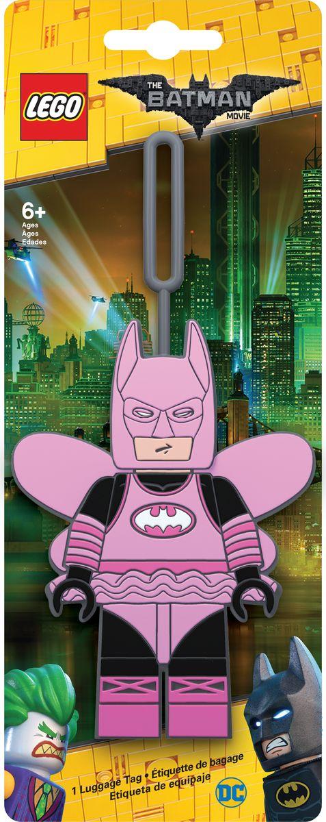 Бирка для багажа LEGO Batman Movie Fairy Princess Batman. 51729RivaCase 8460 aquamarineБирка для багажа LEGO Batman Movie Fairy Princess Batman - силиконовая бирка надежно крепится к багажу с помощью петли. Яркий и неповторимый дизайн сразу же привлечет внимание, и вы легко отыщите свой чемодан на транспортной ленте. Запишите свои контактные данные на обратной стороне бирки и можете не бояться, что ваш чемодан потеряется, ведь теперь работники аэропорта точно будут знать его хозяина.
