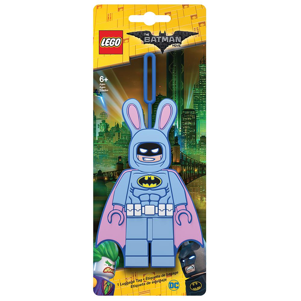 Бирка для багажа LEGO Batman Movie Easter Bunny Batman. 5175551755Бирка для багажа LEGO Batman Movie Easter Bunny Batman - силиконовая бирка надежно крепится к багажу с помощью петли. Яркий и неповторимый дизайн сразу же привлечет внимание, и вы легко отыщите свой чемодан на транспортной ленте. Запишите свои контактные данные на обратной стороне бирки и можете не бояться, что ваш чемодан потеряется, ведь теперь работники аэропорта точно будут знать его хозяина.