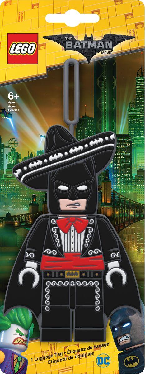 Бирка для багажа LEGO Batman Movie Mariachi Batman. 5175651756Бирка для багажа LEGO Batman Movie Mariachi Batman - силиконовая бирка надежно крепится к багажу с помощью петли. Яркий и неповторимый дизайн сразу же привлечет внимание, и вы легко отыщите свой чемодан на транспортной ленте. Запишите свои контактные данные на обратной стороне бирки и можете не бояться, что ваш чемодан потеряется, ведь теперь работники аэропорта точно будут знать его хозяина.