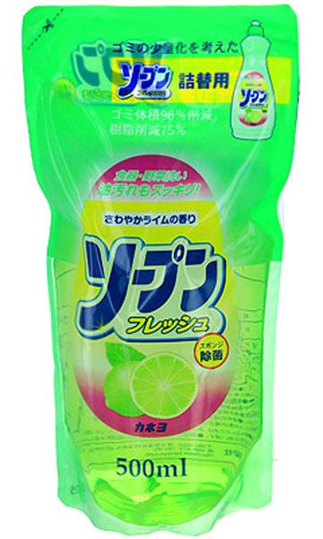 Жидкость для мытья посуды Kaneyo, с ароматом свежего лайма, сменная упаковка, 500 млES-414Жидкость с приятным освежающим ароматом лайма Kaneyo предназначена для мытья посуды, кухонной утвари и дезинфекции губок для мытья посуды. Обладает антибактериальным действием и удаляет любые неприятные запахи, например, с разделочных досок. Великолепно справляется с жиром даже в холодной воде. Благодаря содержанию моющих компонентов растительного происхождения, средство очень мягко воздействует на кожу рук, не раздражая ее. Подходит даже для мытья овощей и фруктов.Товар сертифицирован.