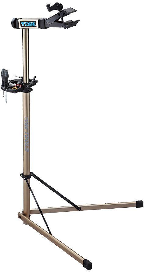 Стойка механическая To Be, на 2-х ножках. 2050Z90 blackСтойки для велосипеда B196095 Регулируемый зажим,вращающийся на 360 градусов позволяет распологать велосипед под любым углом и делает вашу работу легче Особенности:Вес 5,4кг;Захват рам от 1 до 2,5;Очень легко открыть зажим для хранения или технического обслуживания;Лоток для инструментов в комплекте