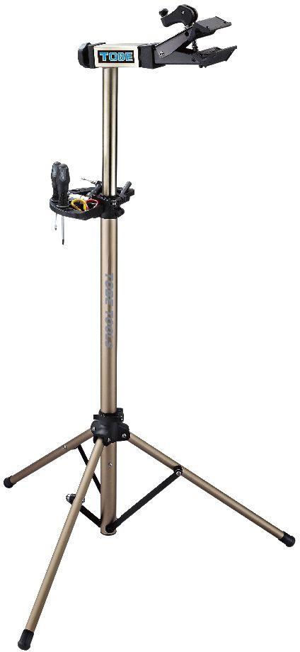 Стойка механическая To Be, 3-х ножках. 2051Х75236-5Стойки для велосипеда B196090 Идеальна для домашнего использования; Уникальная база штатива предназначена для выполнения работ как на гладкой поверхности, так и на неровностях;Регулируемый зажим,вращающийся на 360 градусов позволяет распологать велосипед под любым углом и делает вашу работу легче Особенности:Вес 5,4кг;Захват рам от 1 до 2,5;Регулируемая высота от 11 до 154см;Очень легко открыть зажим для хранения или технического обслуживания;Лоток для инструментов в комплекте