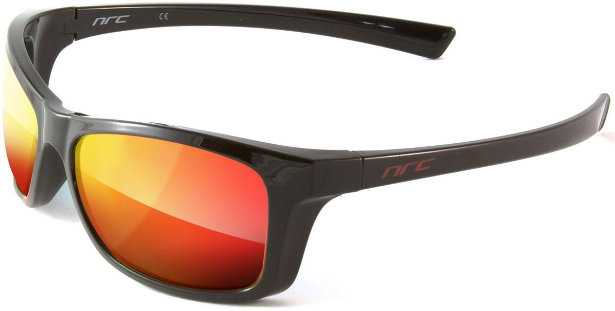 Очки солнцезащитные NRC, цвет: черный. 210078507111Очки солнцезащитные NRC - предназначены, как для езды на велосипеде, так и для многих других видов спорта. Бренд NRC известен собственными фирменными разработками, адаптирующими очки под разные климатические условия, различное время суток, степень освещенности, а также под индивидуальные потребности каждого конкретного пользователя. Особенности:Зеркальные поляризованные линзыМатериал оправы – термопластичный эластомер (ТPE)Оправа - небьющаяся, гибкая, мягкая, легкая, удобная и безопасная Материал линзы - поликарбонат (РС)Покрытие – защитное от царапин [NOSCRATCH]Прозрачность - 14%Категория фильтра - 3Вес -32,9 гКривизна (изгиб) -8
