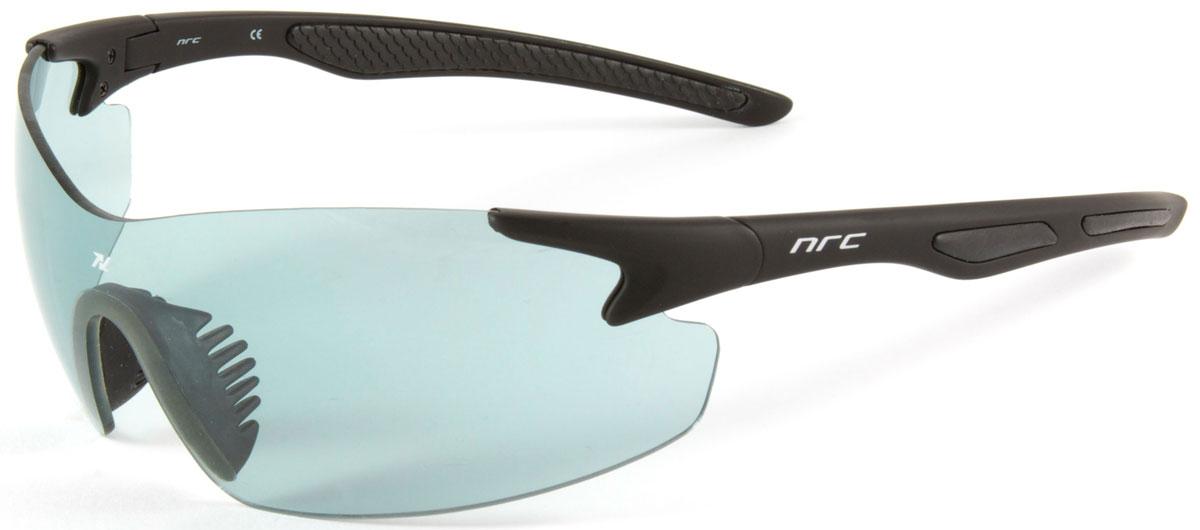 Очки солнцезащитные NRC, цвет: черный. 2102121021Очки солнцезащитные NRC - предназначены, как для езды на велосипеде, так и для многих других видов спорта. Бренд NRC известен собственными фирменными разработками, адаптирующими очки под разные климатические условия, различное время суток, степень освещенности, а также под индивидуальные потребности каждого конкретного пользователя. Особенности:Дымчатые фотохромные линзыМатериал оправы – нейлон (TR90)Оправа - широкие линзы, обеспечивающие максимальную защиту и видимостьМатериал линзы - поликарбонат (РС) Покрытие –защитное от царапин, антизапотевающее, зеркальноеПрозрачность -13%Категория фильтра -3Вес -24,1 гКривизна (изгиб) - 7