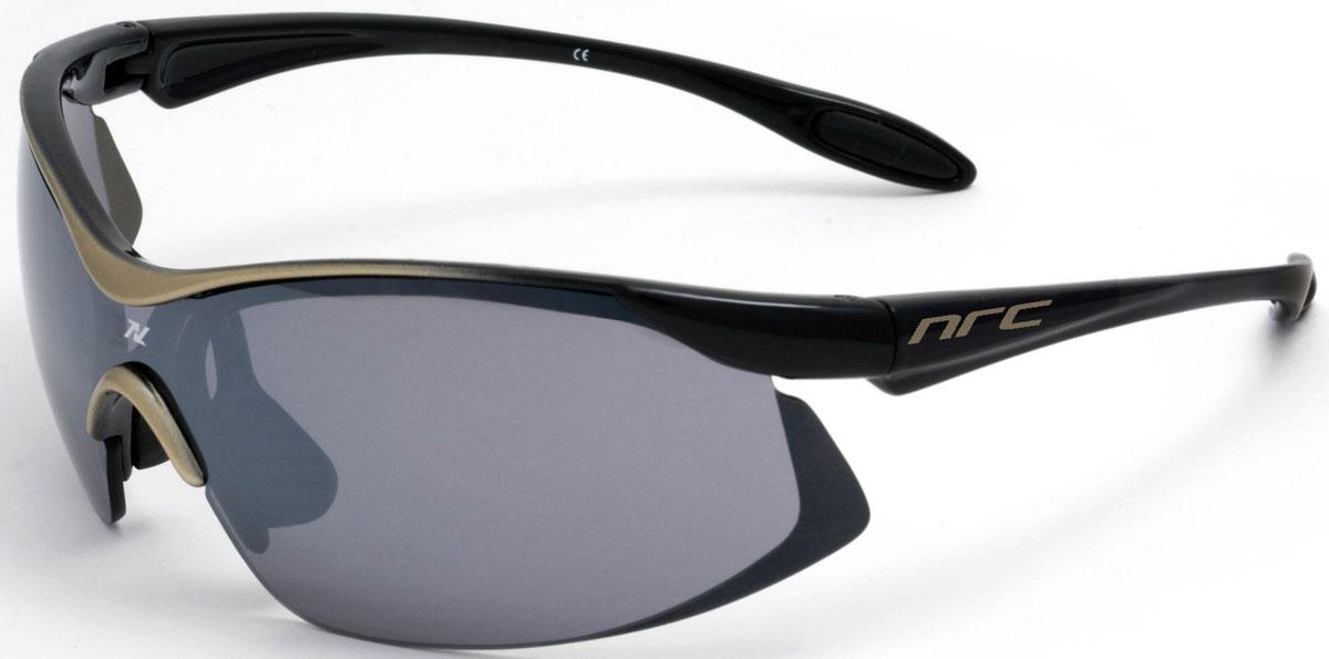 Очки солнцезащитные NRC, цвет: черный. 2102821028Очки солнцезащитные NRC - предназначены, как для езды на велосипеде, так и для многих других видов спорта. Бренд NRC известен собственными фирменными разработками, адаптирующими очки под разные климатические условия, различное время суток, степень освещенности, а также под индивидуальные потребности каждого конкретного пользователя. Особенности:Дымчатые линзыМатериал оправы – Нейлон (TR90)Оправа - небьющаяся, изогнутая, удобная и безопасная Материал линзы - поликарбонат (РС)Особенности линзы - фотохромнаяПокрытие – защитное от царапин, антизапотевающее, зеркальноеПрозрачность -15%Категория фильтра -3Вес -22,2 гКривизна (изгиб) -7