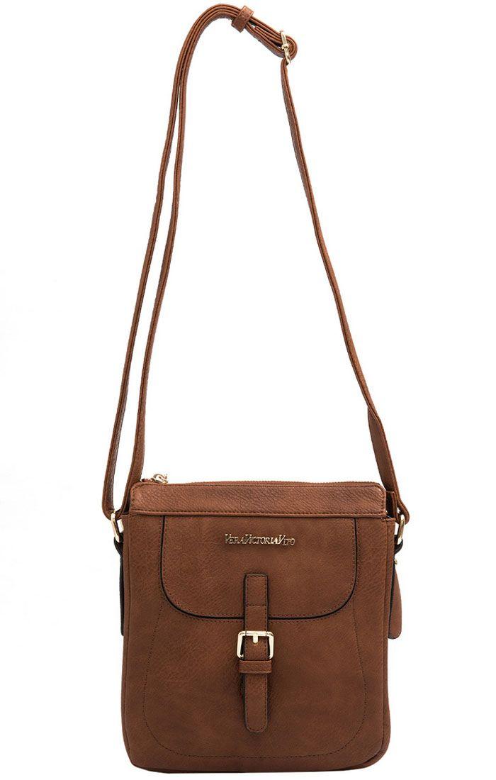 Сумка женская Vera Victoria Vito, цвет: коричневый. 32-3809-6KV996OPY/MЧудесная сумочка от Vera Victoria Vito отличается эстетичным дизайном. Это компактная удобная модель для частой носки. Она изготовлена из роскошной эко-кожи с четко выраженным рисунком. Благодаря зеленому цвету и позолоченной фурнитуре аксессуар выглядит потрясающе эффектно и благородно. Экокожа гарантирует ее замечательную носкость и прочность. Подкладка сшита из текстиля. Модель закрывается на молнию, имеет два отделения с карманом, два кармана с внешней стороны (один с клапаном на магните и пряжкой, один на молнии с обратной стороны). Сумка оснащена удобным длинным ремнем.