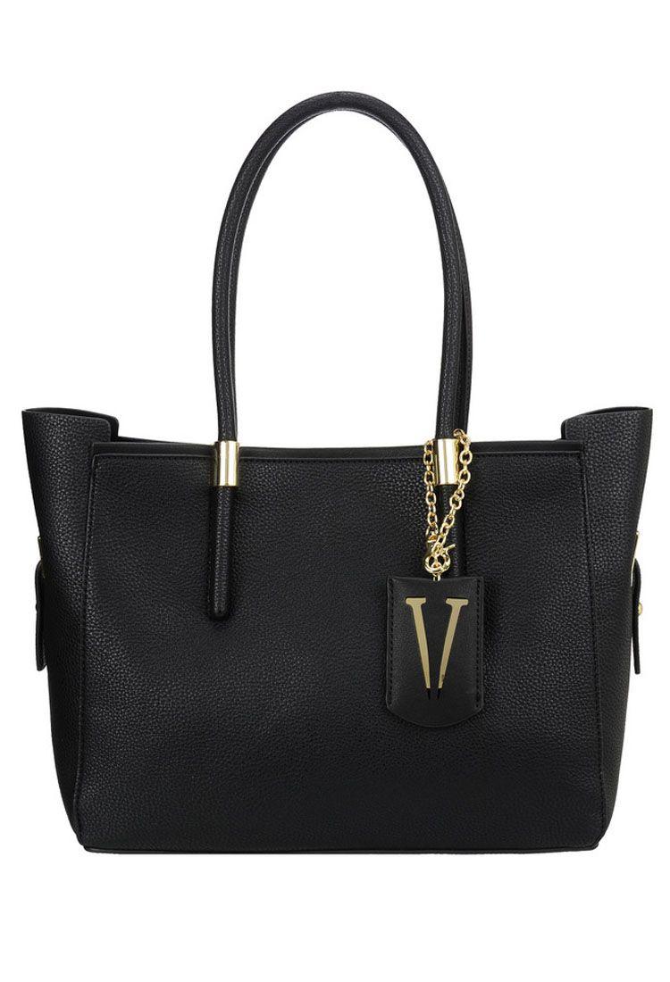 Сумка женская Vera Victoria Vito, цвет: черный. 32-615-1BM8434-58AEУниверсальная сумка Vera Victoria Vito выполнена из экокожи без лишней отделки в стиле минимализма. Имеет лаконичный дизайн, строгую геометрическую форму и актуальный цвет. Модель застёгивается на магнитную кнопку. Внутри сумочка из эко-кожи на молнии, которая не отстёгивается от основного изделия, с карманом для паспорта и кармашками для мелочей. Аксессуар подойдёт для каждодневной носки на работу и деловых встреч.