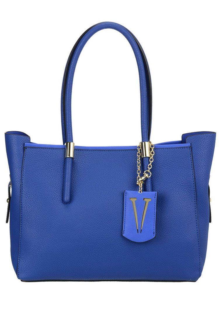 Сумка женская Vera Victoria Vito, цвет: синий. 32-615-5BM8434-58AEУниверсальная сумка Vera Victoria Vito выполнена из экокожи без лишней отделки в стиле минимализма. Имеет лаконичный дизайн, строгую геометрическую форму и актуальный цвет. Модель застёгивается на магнитную кнопку. Внутри сумочка из эко-кожи на молнии, которая не отстёгивается от основного изделия, с карманом для паспорта и кармашками для мелочей. Аксессуар подойдёт для каждодневной носки на работу и деловых встреч.
