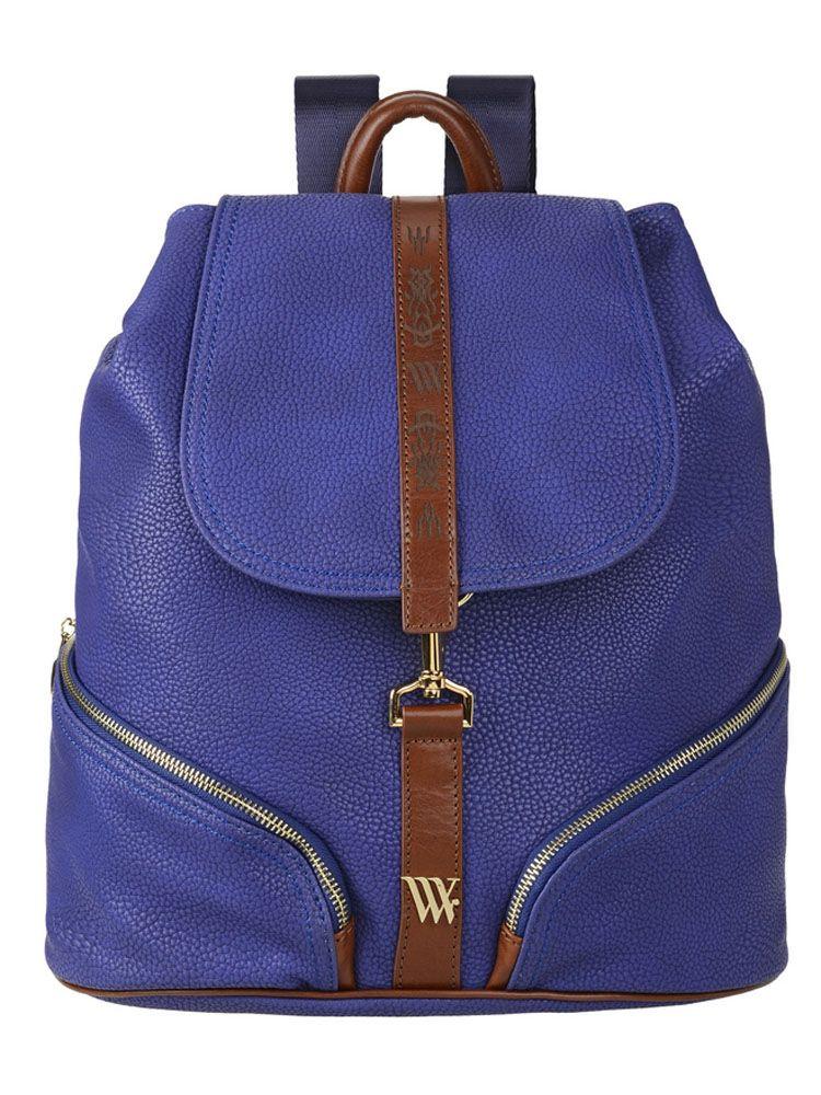 Рюкзак женский Vera Victoria Vito, цвет: синий. 33-634-5S76245Стильный городской рюкзак Vera Victoria Vito выполнен из экокожи, которая точно повторяет внешний вид натуральной кожи с контрастной отделкой из натуральной кожи. Простота в сочетании с практичностью и качеством сделает рюкзак незаменимой вещью! Внутри один отдел, с плотным отсеком на липучке для планшета с кармашками, для визиток и паспорта. Закрывается на кнопку и клапан на карабине. Снаружи на передней стенке два кармана на молнии и один на задней. Удобные регулируемые лямки.