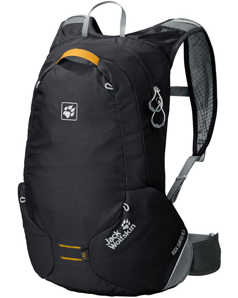 Рюкзак спортивный Jack Wolfskin Rock Surfer, цвет: черный, 18,5 лMW-1462-01-SR серебристыйCпортивный рюкзак Jack Wolfskin Rock Surfer - небольшой велосипедный рюкзак с поясным ремнем на застежке-липучке. Небольшой размер рюкзака подойдет для любителей маунтинбайкинга. Он оснащен поддерживающей системой FLEX MOTION, разработанной специально для велоспорта. У нее особо мягкая подкладка плечевых ремней и четыре контактные поверхности с хорошей подвижностью и подгонкой к телу. Поэтому рюкзак отлично прилегает и в то же время обеспечивает хорошую вентиляцию- свободную циркуляцию воздуха в области спины между прилегающими поверхностями. Эластичный поясной ремень имеет индивидуальную регулировку благодаря специальной инновационной застежке-липучке. Умная деталь- эластичные вставки в области застежек-молний, позволяющие легко использовать их даже при плотно набитом рюкзаке. К тому же рюкзак оснащен эластичным креплением для шлема и креплением для светодиодного фонарика.
