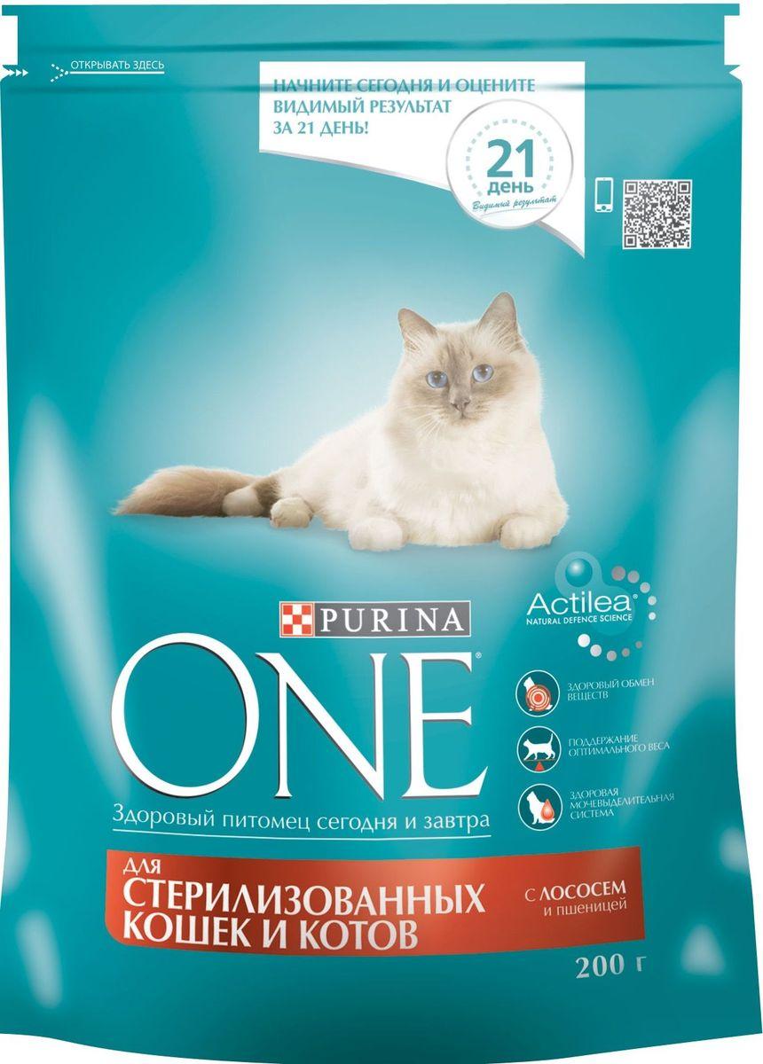 Корм сухой Purina One Sterilized для стерилизованных кошек и котов, с лососем и пшеницей, 200 г0120710Состав корма Purina ONE® был специально подобран ветеринарами таким образом, чтобы поддерживать здоровый обмен веществ у кошек и котов, прошедших процедуру стерилизации или кастрации. Дело в том, что им требуется меньше калорий для поддержания нормальной жизнедеятельности и активности, чем собратьям с сохраненной половой функцией. И сухой корм для стерилизованных кошек и кастрированных котов Purina ONE® с лососем и пшеницей обеспечивает питомцам необходимый уровень насыщения за счет более высокого (на 15% больше) содержания белка по отношению к жиру, чем в других кормах линейки. Благодаря этому удается избежать набора лишнего веса и риска ожирения у питомцев.МЕ/кг: витамин А: 36 960; витамин D3:1 120; витамин E: 770. Мг/кг: витамин С: 160, таурин: 780; железо: 253; йод: 3,2; медь: 50; марганец: 105; цинк: 428, селен: 0,29.Белок 37,0%, жир 13,0%, сырая зола 7,5%, сырая клетчатка 4,0%.
