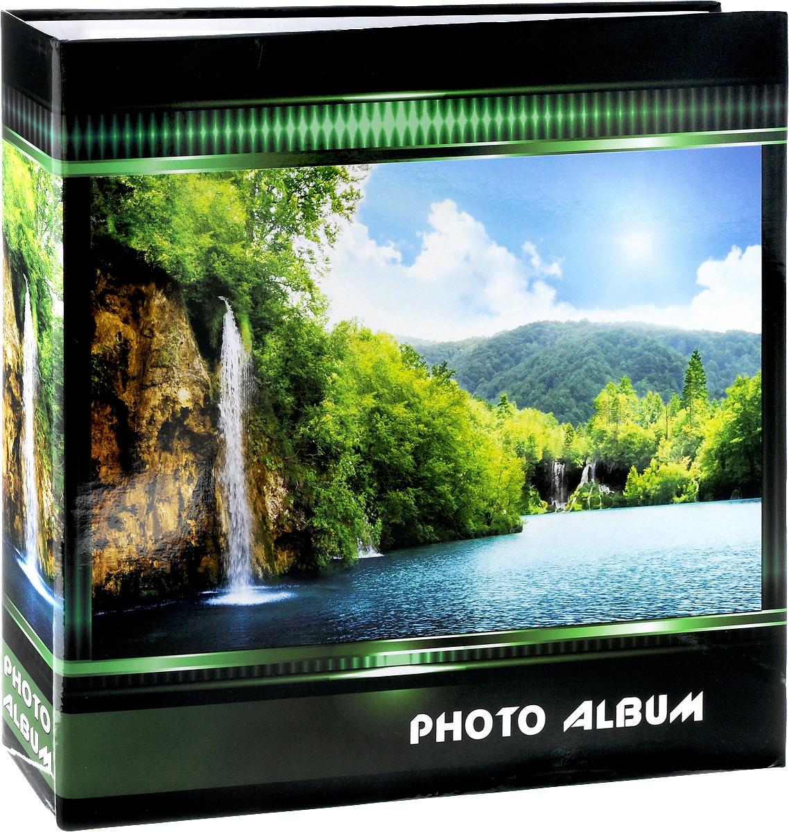 Фотоальбом Pioneer Waterfalls, 500 фотографий, цвет: зеленый, 10 x 15 см74-0060Фотоальбом Pioneer Waterfalls позволит вам запечатлеть незабываемые моменты вашей жизни, сохранить свои истории и воспоминания на его страницах. Обложка из ламинированного картона оформлена принтом в виде водопада. Фотоальбом рассчитан на 500 фотографии форматом 10 x 15 см. Фотографии фиксируется внутри с помощью кармашек. Такой необычный фотоальбом позволит легко заполнить страницы вашей истории, и с годами ничего не забудется. На странице размещаются 5 фотографий: 3 горизонтально и 2 вертикально. Количество страниц: 100. Материал обложки: Ламинированный картон. Переплет: на кольцах. Материалы, использованные в изготовлении альбома, обеспечивают высокое качество хранения ваших фотографий, поэтому фотографии не желтеют со временем.