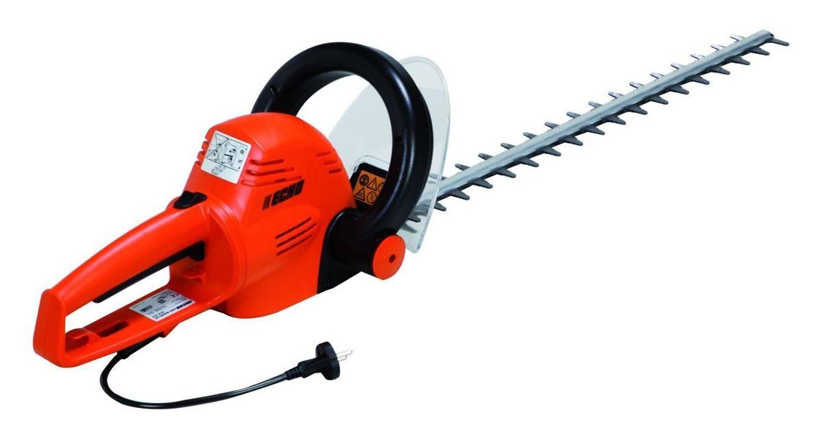 Ножницы электрические Echo HCR-61080663Электроножницы Echo HCR-610являются качественным современным инструментом, выполненным из лучших материалов, которые являются износоустойчивыми, надежными и имеют большой срок эксплуатации. Такой агрегат идеально подходит для ухода за небольшим садом, поэтому пользуется популярностью у садоводов-любителей. Также инструмент можно применять для стрижки живых изгородей и деревьев в городских садах и парках, что делает его востребованным и в клиннинговых компаниях. Инструмент оснащен ножом, длина которого составляет 60 сантиметров, поэтому он может обрезать ветви даже в самых труднодоступных местах. Ножницы отличаются отличной эргономикой и балансировкой. Их удобно держать в одной руке при работе на высоте. Такой инструмент не занимает много места, поэтому он очень удобен и во время хранения, и при транспортировке.Особенности: Предназначен для подрезания кустарниковых растений и удаления ненужных веток деревьевУдобен в работе, так как обладает отличной маневренностью, оснащён вращающейся рукояткойОбеспечивает возможность непрерывной работы, чистой и аккуратной фигурной резкиОснащен экологически чистым электрическим приводом и не загрязняет окружающую среду