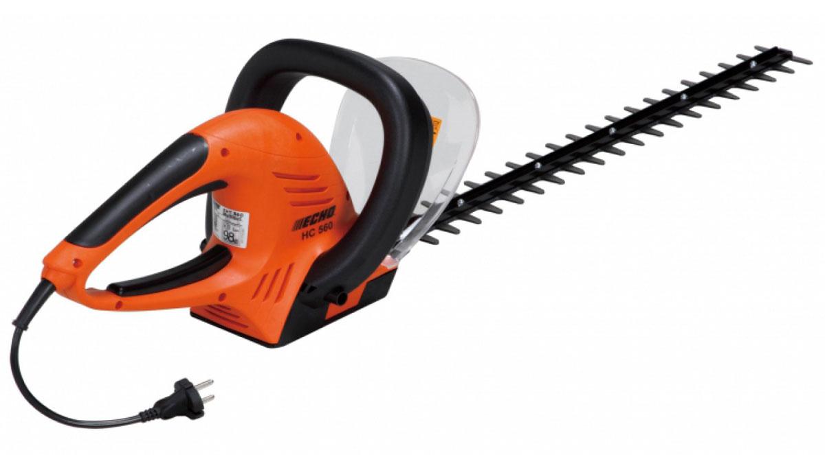 Ножницы электрические Echo HC-56009805-20.000.00Электроножницы Echo HC-560– это простой в эксплуатации, компактный и надежный инструмент, который отлично справляется с обрезкой деревьев и кустарников. С помощью этого агрегата можно придать форму живой изгороди или красиво подстричь крону дерева. Высокая точность агрегата позволяет выполнять непростые задачи, а легкий вес способствует максимальному комфорту даже в том случае, когда оператору нужно провести за работой много часов. Отличная эргономика, балансировка и компактность позволяют применять этот инструмент даже в небольшом пространстве, поэтому он является незаменимым для частных садов.Электроножницы Эхо HC-560укомплектованы двигателем мощностью в 550 Ватт. Лезвия инструмента заточены с трех сторон, под углом в 35 градусов, что и способствует такой точной обрезке ветвей. Длина режущей части инструмента составляет 56 сантиметров, поэтому такой агрегат может справиться даже с самыми сложными задачами в труднодоступных местах. Все органы управления инструмента расположены на основной рукоятке, поэтому оператору не приходится делать лишних движений для того чтобы что-то переключить. Также на ножницах есть дополнительная ручка, которая позволяет легко удерживать агрегат в наиболее удобном положении и маневрировать им.Особенности: Предназначен для подрезания кустарниковых растений и удаления ненужных веток деревьевУдобен в работе, так как обладает отличной маневренностьюОбеспечивает возможность непрерывной работы, чистой и аккуратной фигурной резкиОснащен экологически чистым электрическим приводом и не загрязняет окружающую среду