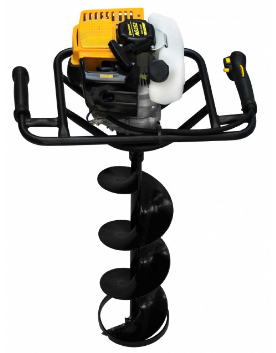 Мотобур Champion AG25298296815CHAMPION AG252 – компактное и легкое устройство с высокопроизводительным двигателем быстро и эффективно выполнит бурение отверстий в почве для посадки растений, столбов под забор. Инструмент разработан для работы на участках, где тяжелая техника не развернется. Используется в общестроительных целях, для быстрой посадки сада, а при установке специального бура отлично справляется с бурением лунок на льду. Поставляется в комплекте с буром по грунту размером 200х500 мм.Особенности: Передаточное число 40:1Диаметры применяемых шнеков 80мм, 100мм, 150мм, 200ммВ комплекте шнек d=200мм