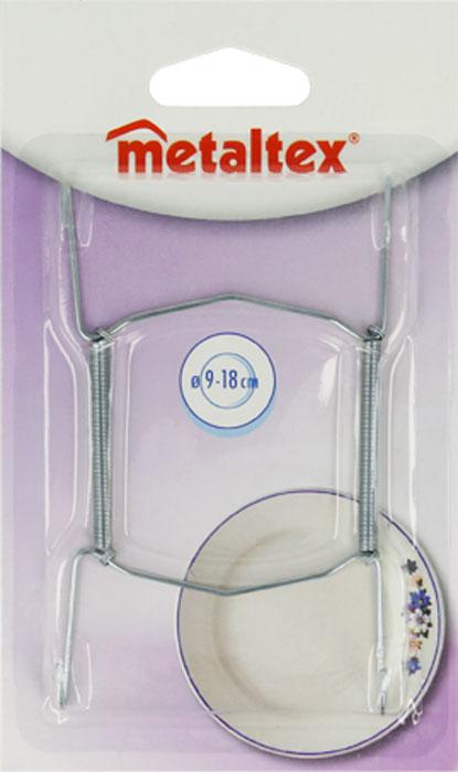 Держатель для тарелок Metaltex2140Удобный настенный держатель для декоративных тарелок Metaltex выполнен из латуни. Держатель крепится к стене на петлю. При помощи специальных пружин держатель можно регулировать под необходимый размер тарелки (от 9 смдо 18 см). Такой держатель поможет оригинально украсить интерьер вашей кухни.Характеристики:Материал:латунь.Размер:11 см х 6,5 см.Производитель:Италия.Артикул: 20.90.01.