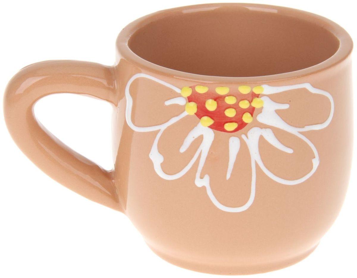 Кружка Псковский гончар, цвет: бежевый, 350 мл115510Мы твёрдо уверены, у каждого человека должна быть своя личная кружка. Любой напиток из неё будет вкусней, потому что кружка сделана с любовью! Глиняные стенки помогут надолго сохранить напиток горячим. Удобная утолщённая ручка аккуратно ложится в ладонь и благодаря своей форме позволит долго держать даже переполненную чашку. За счёт тщательного обжига повышается надёжность изделия, а это значит, что оно будет радовать вас долгое время!Глазировка приятна на ощупь: представьте, как уютно будет обнимать её долгими зимними вечерами! Милый рисунок в виде изящного цветка добавляет изюминку внешнему виду. Кружку можно греть в СВЧ.