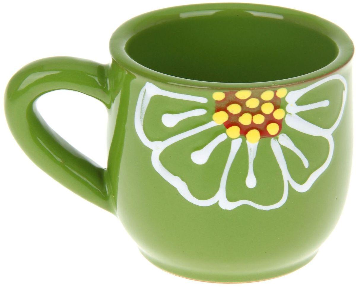Кружка Псковский гончар, цвет: зеленый, 350 мл1228211Мы твёрдо уверены, у каждого человека должна быть своя личная кружка. Любой напиток из неё будет вкусней, потому что кружка сделана с любовью! Глиняные стенки помогут надолго сохранить напиток горячим. Удобная утолщённая ручка аккуратно ложится в ладонь и благодаря своей форме позволит долго держать даже переполненную чашку. За счёт тщательного обжига повышается надёжность изделия, а это значит, что оно будет радовать вас долгое время!Глазировка приятна на ощупь: представьте, как уютно будет обнимать её долгими зимними вечерами! Милый рисунок в виде изящного цветка добавляет изюминку внешнему виду. Кружку можно греть в СВЧ.