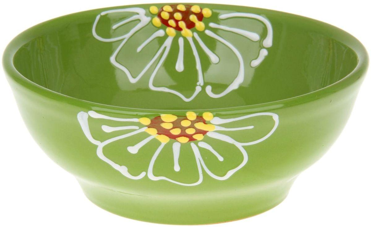 Миска Псковский гончар, цвет: зеленый, 800 мл115510Из красивой посуды любое блюдо кажется вкусней! Специальная миска превратит каждый прием пищи в праздник! Вы можете налить в неё любой суп, использовать под вторые блюда. Из неё приятно кушать окрошку. Но это еще не всё!Материал:Специальный материал - красная глина - позволит ставить миску в духовку, на аэрогриль и в СВЧ-печь. Специальный обжиг повышает прочность и долговечность изделия. Безопасная глазурь облегчит процесс мытья. Любой продукт, приготовленный в ней, приобретает «эффект русской печи» - особый вкус и аромат, с сохранением полезных витаминов и минералов. Блюда надолго сохранят свою температуру благодаря пористой структуре изделия.Дизайн:Лаконичная форма и яркая расцветка будут поднимать настроение и аппетит, притягивать взгляды и вызывать желание попробовать содержимое миски от «Псковского гончара»! Устойчивое донышко предотвращает возможность опрокидывания.Выбирайте качественные вещи, которые будут радовать вас долгие годы и создадут на вашем столе неповторимую атмосферу уюта и тепла!