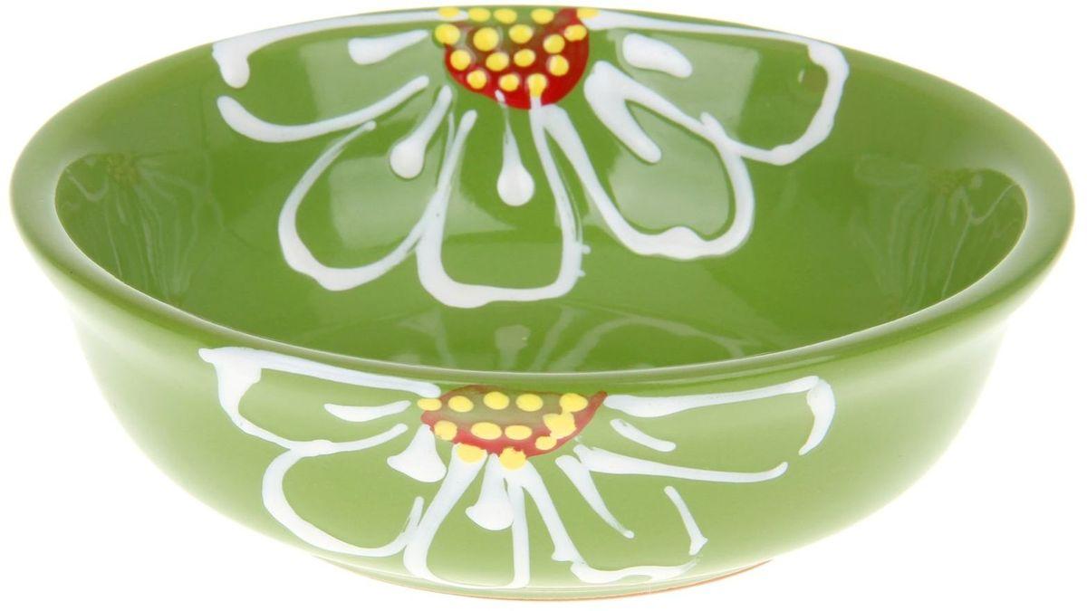 Миска Псковский гончар, цвет: зеленый, 400 мл115510Из красивой посуды любое блюдо кажется вкусней! Специальная миска Псковский гончар превратит каждый прием пищи в праздник! Вы можете налить в неё любой суп, использовать под вторые блюда. Из неё приятно кушать окрошку. Но это еще не всё!Материал:Специальный материал - красная глина - позволит ставить миску в духовку, на аэрогриль и в СВЧ-печь. Специальный обжиг повышает прочность и долговечность изделия. Безопасная глазурь облегчит процесс мытья. Любой продукт, приготовленный в ней, приобретает «эффект русской печи» - особый вкус и аромат, с сохранением полезных витаминов и минералов. Блюда надолго сохранят свою температуру благодаря пористой структуре изделия.Дизайн:Лаконичная форма и яркая расцветка будут поднимать настроение и аппетит, притягивать взгляды и вызывать желание попробовать содержимое миски от «Псковского гончара»! Устойчивое донышко предотвращает возможность опрокидывания.Выбирайте качественные вещи, которые будут радовать вас долгие годы и создадут на вашем столе неповторимую атмосферу уюта и тепла!