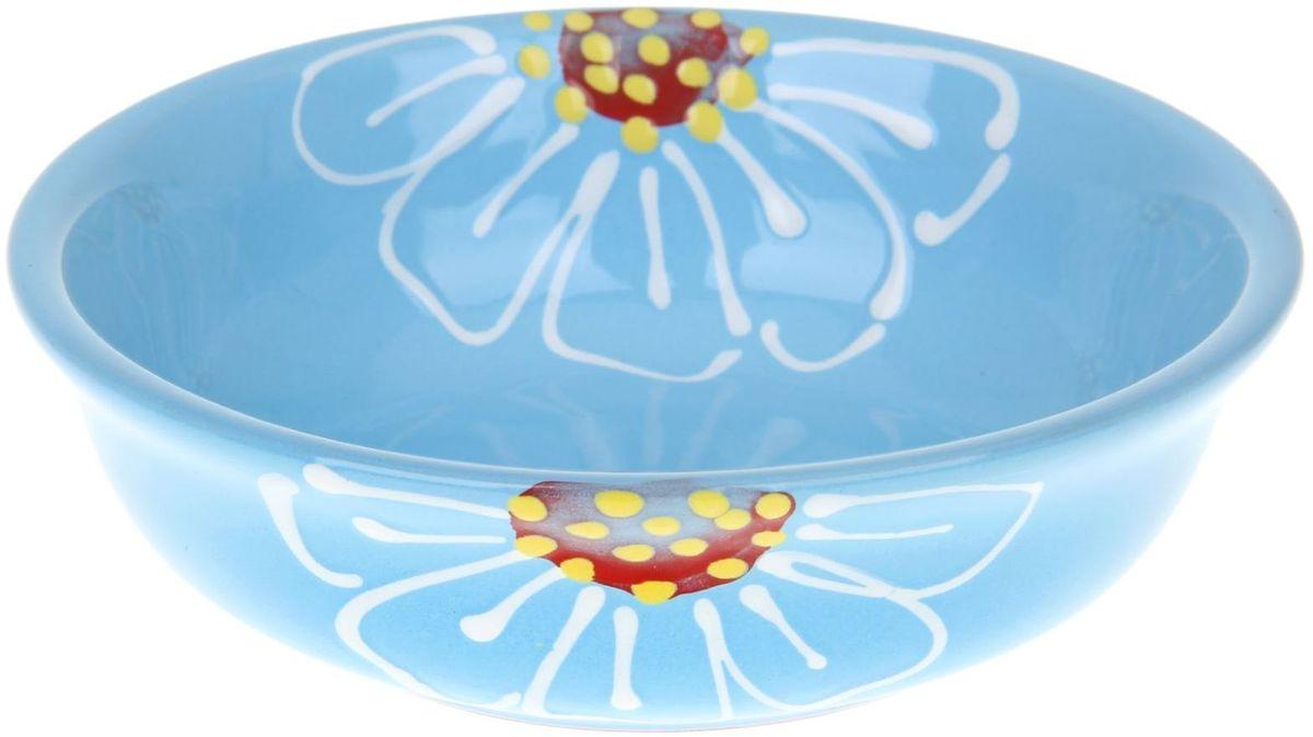 Миска Псковский гончар, цвет: синий, 400 мл115510Из красивой посуды любое блюдо кажется вкусней! Специальная миска превратит каждый прием пищи в праздник! Вы можете налить в неё любой суп, использовать под вторые блюда. Из неё приятно кушать окрошку. Но это еще не всё!Материал:Специальный материал - красная глина - позволит ставить миску в духовку, на аэрогриль и в СВЧ-печь. Специальный обжиг повышает прочность и долговечность изделия. Безопасная глазурь облегчит процесс мытья. Любой продукт, приготовленный в ней, приобретает «эффект русской печи» - особый вкус и аромат, с сохранением полезных витаминов и минералов. Блюда надолго сохранят свою температуру благодаря пористой структуре изделия.Дизайн:Лаконичная форма и яркая расцветка будут поднимать настроение и аппетит, притягивать взгляды и вызывать желание попробовать содержимое миски от «Псковского гончара»! Устойчивое донышко предотвращает возможность опрокидывания.Выбирайте качественные вещи, которые будут радовать вас долгие годы и создадут на вашем столе неповторимую атмосферу уюта и тепла!