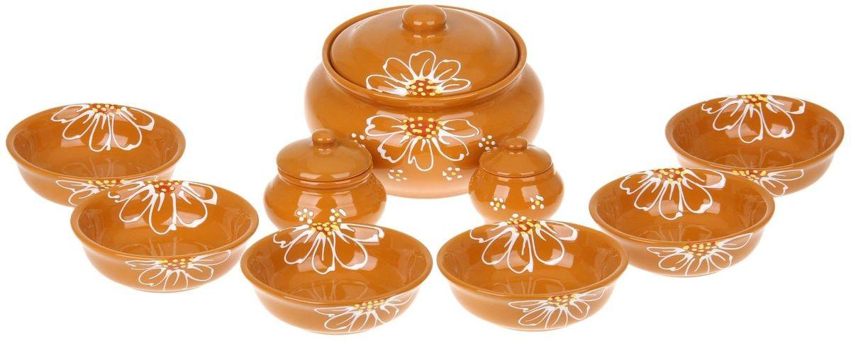 Набор посуды для пельменей Псковский гончар, цвет: желтый, 9 предметов115510Обратите внимание, аккуратный набор Для пельменей 9 предметов: кастрюля 1шт. 2 л, соусник 2 шт. 0,23 л/ 0,15 л, миска 6 шт. 0,4 л, бежевый уже ждёт своего счастливого обладателя! Все предметы выполнены из керамики, что придает любому приготовленному в них блюду особенный вкус. Покрытие – пищевая глазурь, которая безопасна в использовании, не имеет трещин и зазоров. Двойной обжиг служит гарантом надёжности и долговечности изделия.Пельменница имеет удобную крышку, которая предотвратит разбрызгивание и попадание посторонних продуктов в пищу, и большой объём 2 литра. Шесть мисок по 400 мл способны накормить даже самых голодных членов семьи. В комплект входит два соусника по 230 мл.Приятная расцветка и аккуратный рисунок будут радовать глаз при каждом использовании. Благодаря структуре глины любое блюдо, приготовленное при помощи посуды от «Псковского гончара», будет максимально вкусным и сохранит все свои полезные качества.