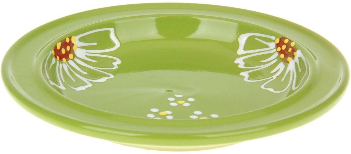 Тарелка Псковский гончар Орнамент, цвет: зеленый, диаметр 20 см1228249Из красивой посуды любое блюдо кажется вкусней! Специальная тарелка Псковский гончар превратит каждый прием пищи в праздник! Вы можете разложить закуски, использовать её под вторые блюда. Из такой посуды приятно кушать тортики. Но это еще не всё!Оригинальный материал - красная глина - позволит ставить миску в духовку, на аэрогриль и в СВЧ-печь. Специальный обжиг повышает прочность и долговечность изделия. Безопасная глазурь облегчит процесс мытья. Любой продукт, приготовленный в миске, приобретает эффект русской печи - особый вкус и аромат, с сохранением полезных витаминов и минералов. Блюда надолго сохранят свою температуру благодаря пористой структуре изделия.Лаконичная форма и яркая расцветка будут поднимать настроение и аппетит, притягивать взгляды и вызывать желание попробовать содержимое тарелки от Псковского гончара! Устойчивое донышко предотвращает возможность опрокидывания.Выбирайте качественные вещи, которые будут радовать вас долгие годы и создадут на вашем столе неповторимую атмосферу уюта и тепла!