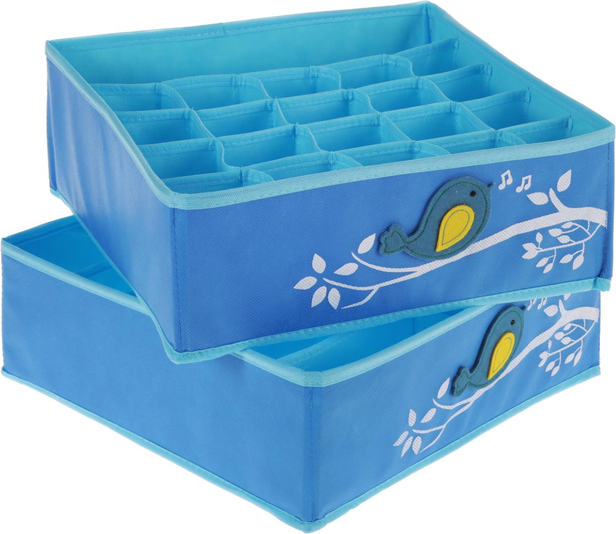 Набор органайзеров для детского белья Все на местах Чик-Чирик, детский, цвет: голубой, 2 штRG-D31SНабор органайзеров для детского белья Все на местах Чик-Чирик выполнен из спанбонда и ПВХ, дополнен фетровыми аппликациями.В набор входят два органайзера – в первом расположены 20 ячеек для мелких вещей (трусиков, колгот, носочков) и одно широкое отделение. Второй органайзер служит для хранения водолазок, теплых колгот, футболок, в нем 12 отделений. Размеры набора позволяют разместить его в любом комоде или на полках в шкафу. Стенки органайзеров укреплены пластиком. В дно вшиты молнии, поэтому их можно быстро сложить, если необходимость в них отпадет. Размеры: органайзер № 1 -32 х 32 х 12 см, 12 продольных ячеек размером 16 х 5,3 см;органайзер № 2:32 х 32 х 12 см, продольная ячейка 32 х 6,4 см; 20 квадратных ячеек размером 6,4 х 6,4 см.
