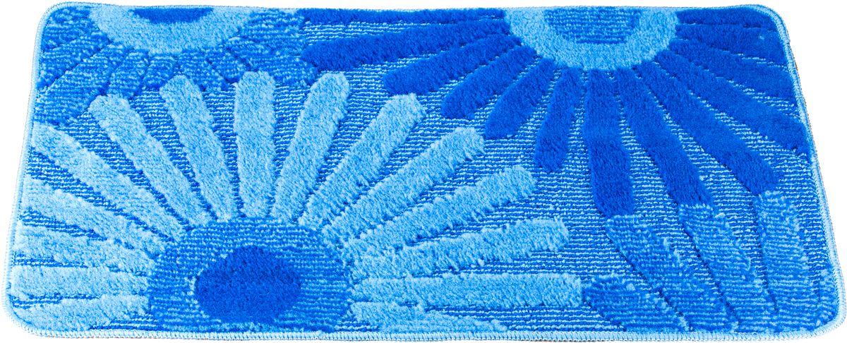 Коврик для ванной Swensa Fiori, цвет: синий, голубой, 50 х 80 см531-105Приятно после водных процедур встать босыми ногами не на холодный кафель, а на мягкую пушистую поверхность. А потому коврик Swensa Fiori - незаменимый атрибут в ванной комнате. Коврик с рисунком в виде соцветий выполнен в нейтральной природной цветовой гамме, изготовлен из полипропилена - материала, устойчивого к истиранию, долговечного и не боящегося влаги. Изделие быстро сохнет, допускается машинная стирка. Нескользящая подложка обезопасит владельцев от случайных падений.