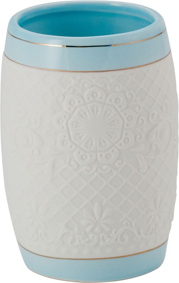 Стакан для ванной Swensa Романс, цвет: белый, голубой531-401Стакан для ванной Swensa Романс — необходимый элемент ванной комнаты, предназначенный для хранения зубных щеток. Емкость вытянутой овальной формы изготовлена из белой керамики. Золотые полосы, ритмично чередующиеся с кружевными участками керамической поверхности, выступают в качестве эффектного украшения стакана. Изделие великолепно выглядит в комплекте с иными аксессуарами из этой же коллекции.