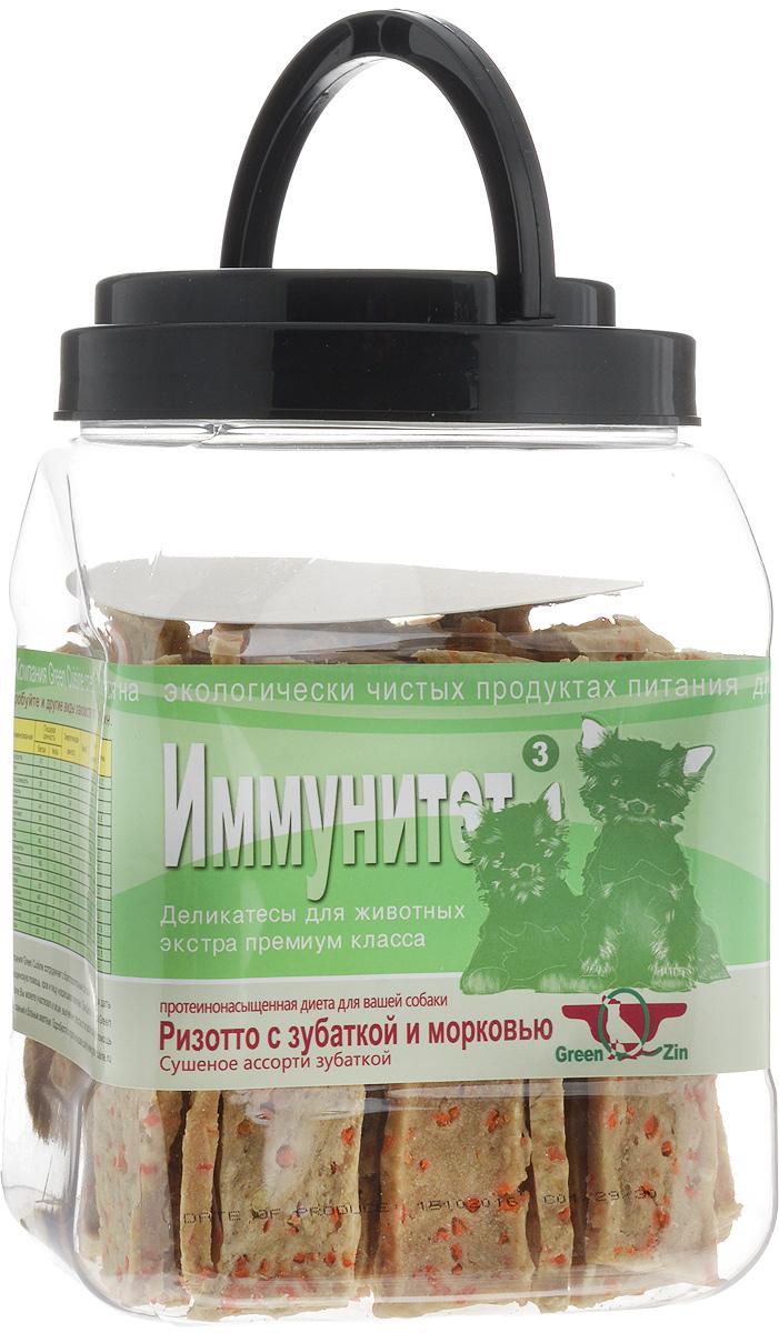 Лакомство для собак GreenQZin Иммунитет, сушеное мясо зубатки и морковь, 750 г0120710Лакомство для собак GreenQZin Иммунитет - это полезное и вкусное лакомство, которое изготовлено из моркови и морской рыбы зубатки. Морковь ценна высоким содержанием каротина, который при переваривании превращается в витамин А. Также корнеплод богат витаминами С, В, D, Е, полезными минералами и микроэлементами (калий, фосфор, железо, марганец). После тепловой обработки содержание в моркови антиоксидантов увеличивается в разы, поэтому употребление данного продукта в пищу замедляет процесс старения организма собаки. Филе зубатки богато витаминами А, D, B1, B6, B12, E, PP, содержит никотиновую и пантотеновую кислоты, жирные кислоты омега-3, натрий, калий, йод, цинк, кальций, фосфор, хром, кобальт, магний, комплекс аминокислот: лизин, аспарагиновую и глютаминовую кислоты. Мясо этой рыбы обладает целебными и профилактическими свойствами, омолаживает и очищает кровеносную систему. Сбалансированный аминокислотный комплекс помогает поддерживать остроту зрения и придает шерсти блеск и яркость. Введение лакомства Иммунитет в дневной рацион позволит собаке поддерживать остроту ума, легче и эффективнее проходить процесс дрессировки, снизит утомляемость к восприятию свежей информации. Количество повторов для освоения новых команд снизится в разы. Лакомство не содержит консервантов, красителей, гормонов, антибиотиков и ГМО. Не вызывает аллергий. Товар сертифицирован.