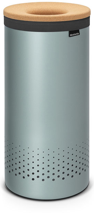 Бак для белья Brabantia, 35 л. 10438139160235-литровый бак для белья Brabantia выполнен из стойких к коррозии материалов и идеально подходит для влажных помещений. Благодаря классическому дизайну бак легко впишется в интерьер Вашей ванной комнаты!Изготовлен из коррозионностойких материалов (нержавеющая сталь и пластик).Металлическая крышка с отверстием, которое позволяет положить мелкие предметы в бак, не открывая крышку.Пластиковое защитное кольцо предотвращает повреждение пола. Вентиляционные отверстия на корпусе позволяют содержимому бака дышать, что позволяет избежать появления неприятного запаха. Съемный мешок для белья легко менять. Благодаря прорезиненным краям мешок не соскальзывает в корзину. В комплект входит съемный моющийся мешок для белья. •Гарантия 10 лет.