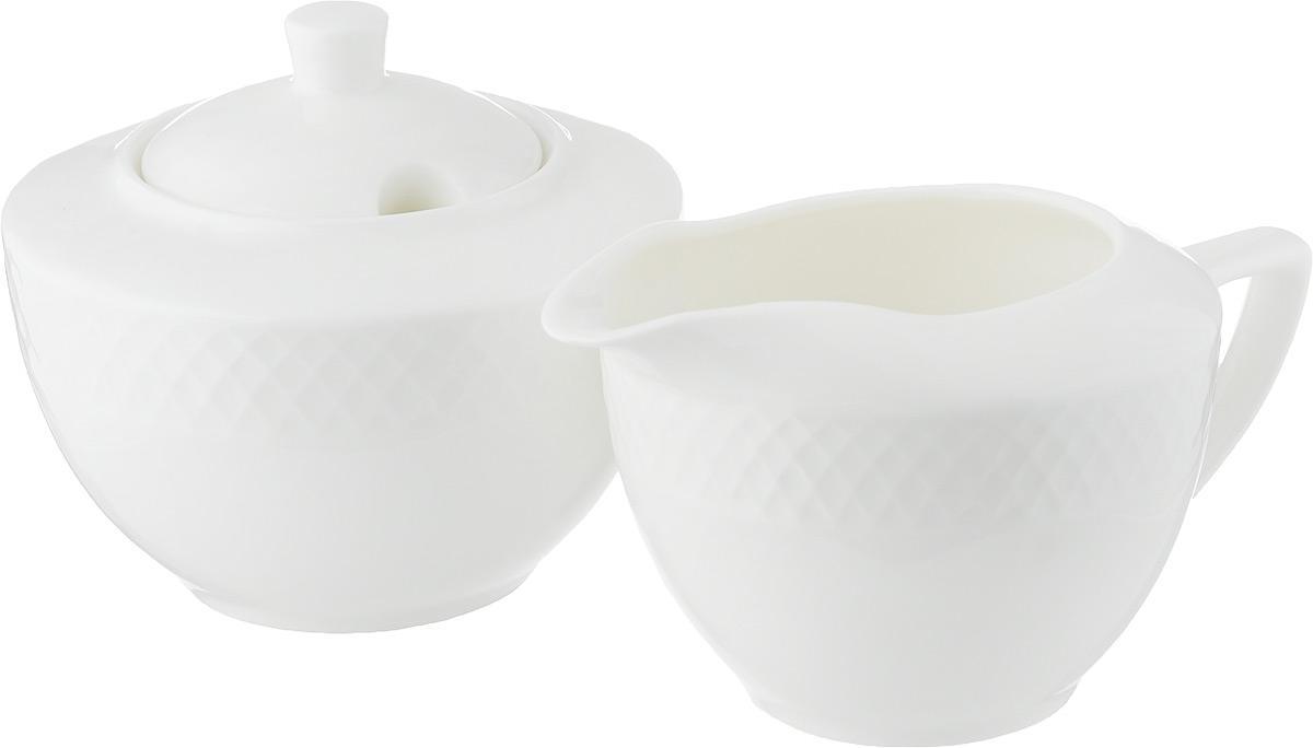 Набор Wilmax: сахарница, молочник. WL-880112-JV / 2C115510Набор Wilmax состоит из сахарницы и молочника, выполненных из высококачественного фарфора. Глазурованное покрытие обеспечивает легкую очистку. Белизна и прочность материала достигаются благодаря добавлению в состав фарфора магния и алюминия, а гладкость и роскошный блеск - результат особой рецептуры глазури. Изделия обладают низкой водопоглощаемостью, высокой термостойкостью и ударопрочностью, а также экологичностью и долговечностью. Оригинальный дизайн и качество исполнения сделают такой набор настоящим украшением стола к чаепитию. Он удобен в использовании и понравится каждому. Можно мыть в посудомоечной машине и использовать в микроволновой печи. Объем молочника: 280 мл. Размер молочника (с учетом ручки): 14 х 9 х 7,2 см. Объем сахарницы: 340 мл. Диаметр сахарницы (по верхнему краю): 7 см. Высота сахарницы (без учета крышки): 7 см.
