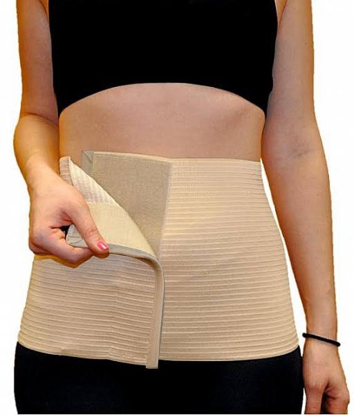 Almed Пояс эластичный медицинский послеоперационнный №111972Пояс предназначен для поддержания мышц брюшного пресса после операций, при грыжах, опущениях почек, а также- женщинам после родов.МЕДИЦИНСКИЕ ПОКАЗАНИЯПри лечении заболеваний: травмы и повреждения мышц брюшного пресса, грыжи белой линии живота, грыжи послеоперационные, опущение органов брюшной полости и почек, атония мышц брюшной полости.В до и после операционный периоды: для сокращения сроков реабилитации после полостных и иных операций, в послeродовый период.В профилактических целях: подчеркивает достоинства фигуры, препятствует образованию послеоперационных грыж.Надевать изделие рекомендуется в положении лежа на спине на ровной жесткой или полужесткой поверхности, непосредственно на тело или хлопчатобумажное белье. Пояс должен плотно прилегать к телу, в таком положении его необходимо зафиксировать при помощи застежки velcro. Благодаря застежке возможна самостоятельная регулировка изделия с учетом особенностей фигуры. При использовании пояс вызывает легкое ощущение подтянутости в области живота, сохраняя оптимальное кровоснабжение мягких тканей В зависимости от рекомендаций врача пояс может использоваться от 2 до 24 часов в сутки.СОСТАВ:Полиэфир-45%, Хлопок-28%, Латекс-27% Обхват талии ширина бандажа S 68-81; 24 M 82-96; 24 L 97-112; 24 XL 113-127 24