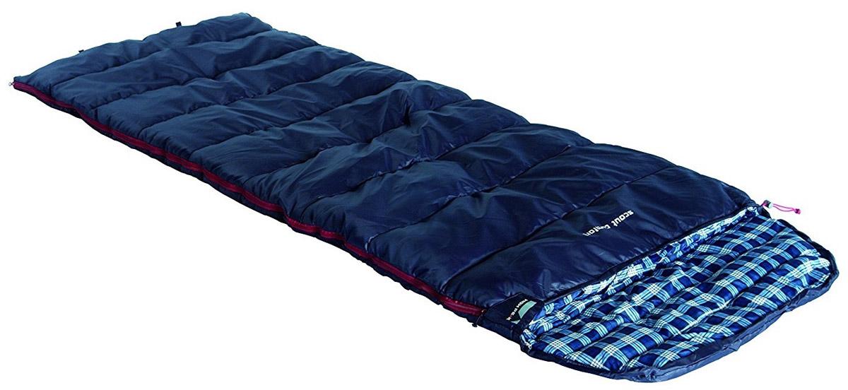 Спальный мешок-одеяло High Peak Scout Comfort, цвет: темно-синий, правосторонняя молнияKOC2028LEDСпальный мешок High Peak Scout Comfort можно использовать как для летних пеших путешествий, так и для семейных кемпинговых выездов. По размеру спальник подойдет как для юниоров, так и для взрослых ростом менее 185 см. Спальники, имеющие правую и левую молнию, могут состегиваться в один большой спальник. Внутренняя ткань спальника шелковистая и очень приятная на ощупь. На боковой молнии два бегунка, которые позволяют расстегнуть спальник со стороны ног и сделать вентиляционное окно. Чтобы холодный воздух не проникал сквозь молнию, ее закрывает тепловой клапан. Спальник утеплен одним слоем силиконизированного утеплителя Dura Loft, смешанного с холлофайбером в соотношении 70%/30% 1х250 г/м2 + 1х250 г/м2. В комплекте со спальником идет транспортировочный чехол объемом 16,6 л.