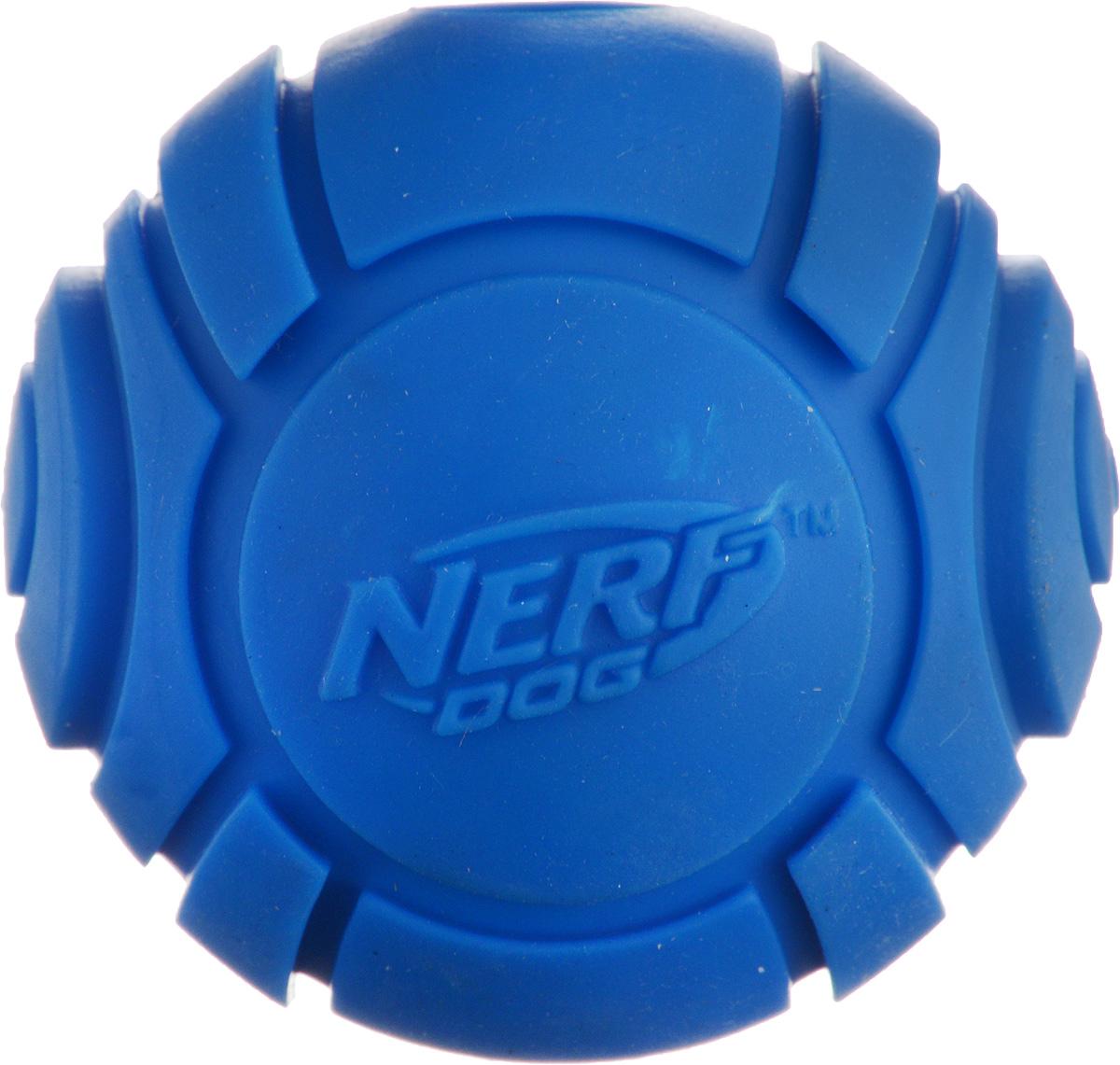 Игрушка для собак Nerf Мяч теннисный для бластера, цвет: синий, диаметр 6 смGLG026Игрушка для собак Nerf Мяч теннисный для бластера, изготовленный из прочной долговечной резины, не позволит скучать вашему питомцу и дома, и на улице. Изделие великолепно подходит для игры и массажа десен вашего питомца. Диаметр мяча: 6 см.
