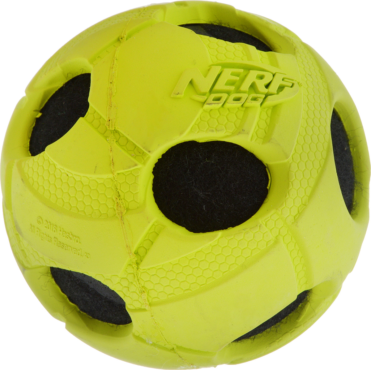 Игрушка для собак Nerf Мяч с отверстиями, диаметр 9 см22293_салатовый, черныйИгрушка для собак Nerf Мяч с отверстиями выполнена из прочной резины с теннисным мячом внутри. Такая игрушка порадует вашего любимца, а вам доставит массу приятных эмоций, ведь наблюдать за игрой всегда интересно и приятно. Диаметр игрушки: 9 см.