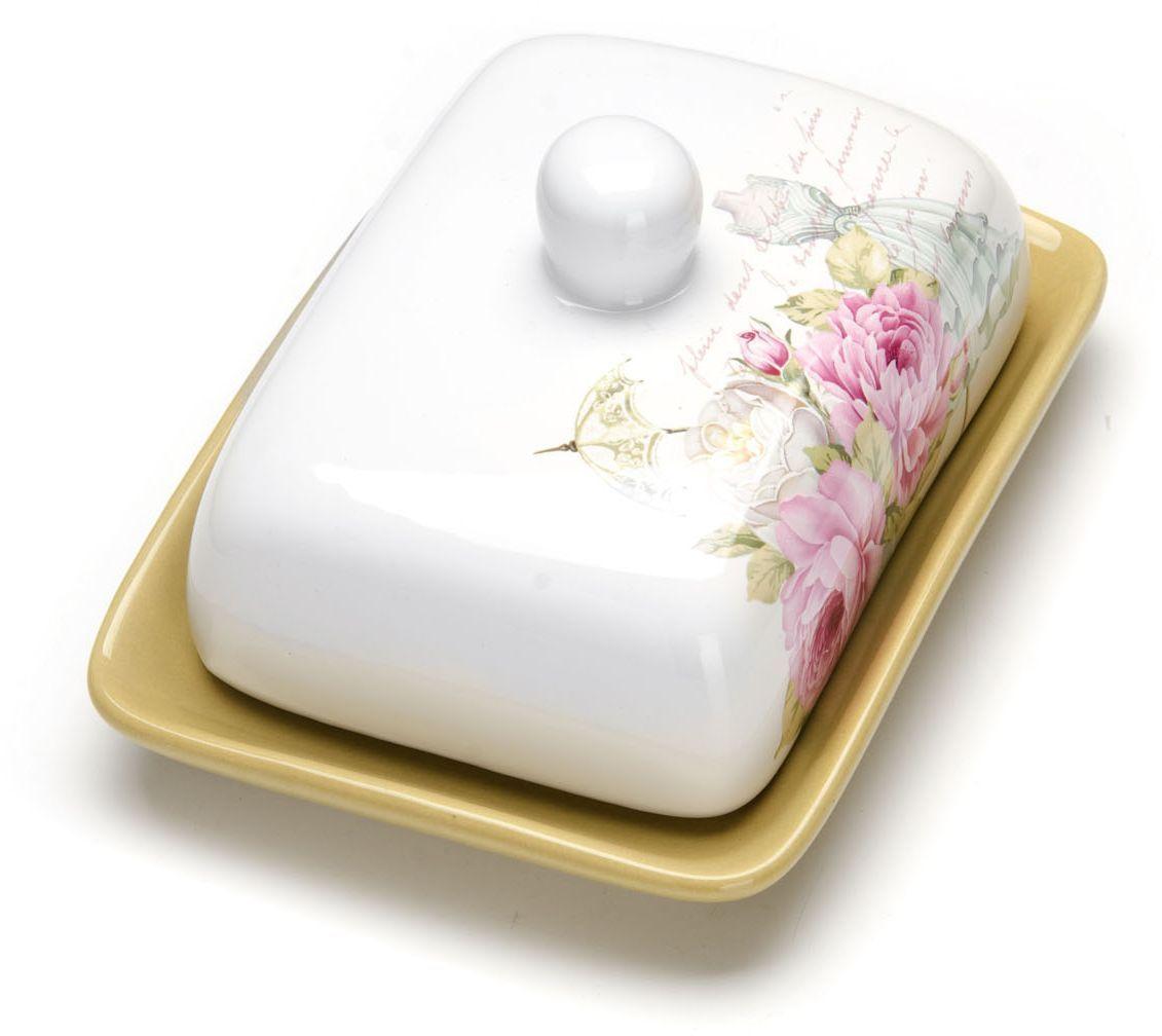 Масленка Loraine Пионы. 26324115510Масленка Loraine, выполненная из качественной доломитовой керамики и декорированная ярким рисунком, станет украшением интерьера вашей кухни. Масленка надежно закрывается керамической крышкой и прекрасно подойдет для хранения и сервировки масла, сыра, творога.Масленка рассчитана примерно на 200 грамм масла.Пригодна для использования в холодильнике, морозильнике, микроволновой печи.Подходит для мытья в посудомоечной машине. Размер блюда: 17 х 12,5 х 2,3 см.Размер крышки: 14 х 10 х 7,5 см.Общий размер масленки: 17 х 18,5 х 8,5 см.