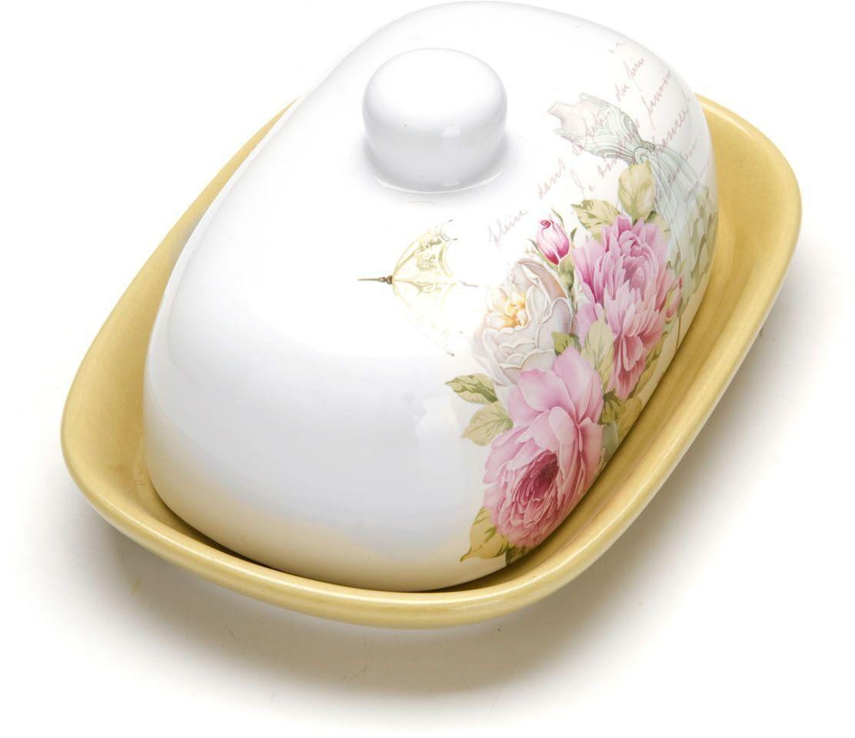 Масленка Loraine Пионы. 263253D - Французское летоМасленка Loraine, выполненная из качественной доломитовой керамики и декорированная ярким рисунком, станет украшением интерьера вашей кухни. Масленка надежно закрывается керамической крышкой и прекрасно подойдет для хранения и сервировки масла, сыра, творога.Масленка рассчитана примерно на 200 грамм масла.Пригодна для использования в холодильнике, морозильнике, микроволновой печи.Подходит для мытья в посудомоечной машине.Размер блюда: 17 х 12 х 2 см.Размер крышки: 14 х 10 х 7,5 см.Общий размер масленки: 17 х 12 х 8,5 см.