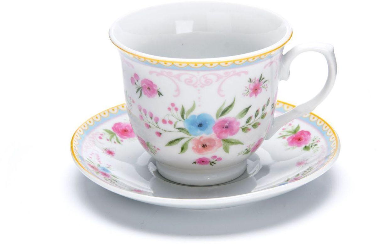 Чайный сервиз Loraine, 220 мл, подарочная упаковка. 2643021395599Чайный сервиз Loraine на 6 персон изготовлен из качественного фарфора и оформлен красивым рисунком. Элегантный и удобный чайный сервиз не только украсит сервировку стола, но и поднимет настроение и превратит процесс чаепития в одно удовольствие. Сервиз состоит из 12 предметов: 6 чашек и 6 блюдец, упакованных в подарочную коробку. Чашки имеют удобную, изящную ручку. Изделия легко и просто мыть. Чайный сервиз прекрасно подойдет в качестве подарка для родных и друзей на любой праздник!